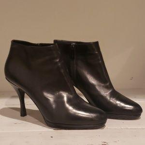 Via spiga black leather ankle heel bootie